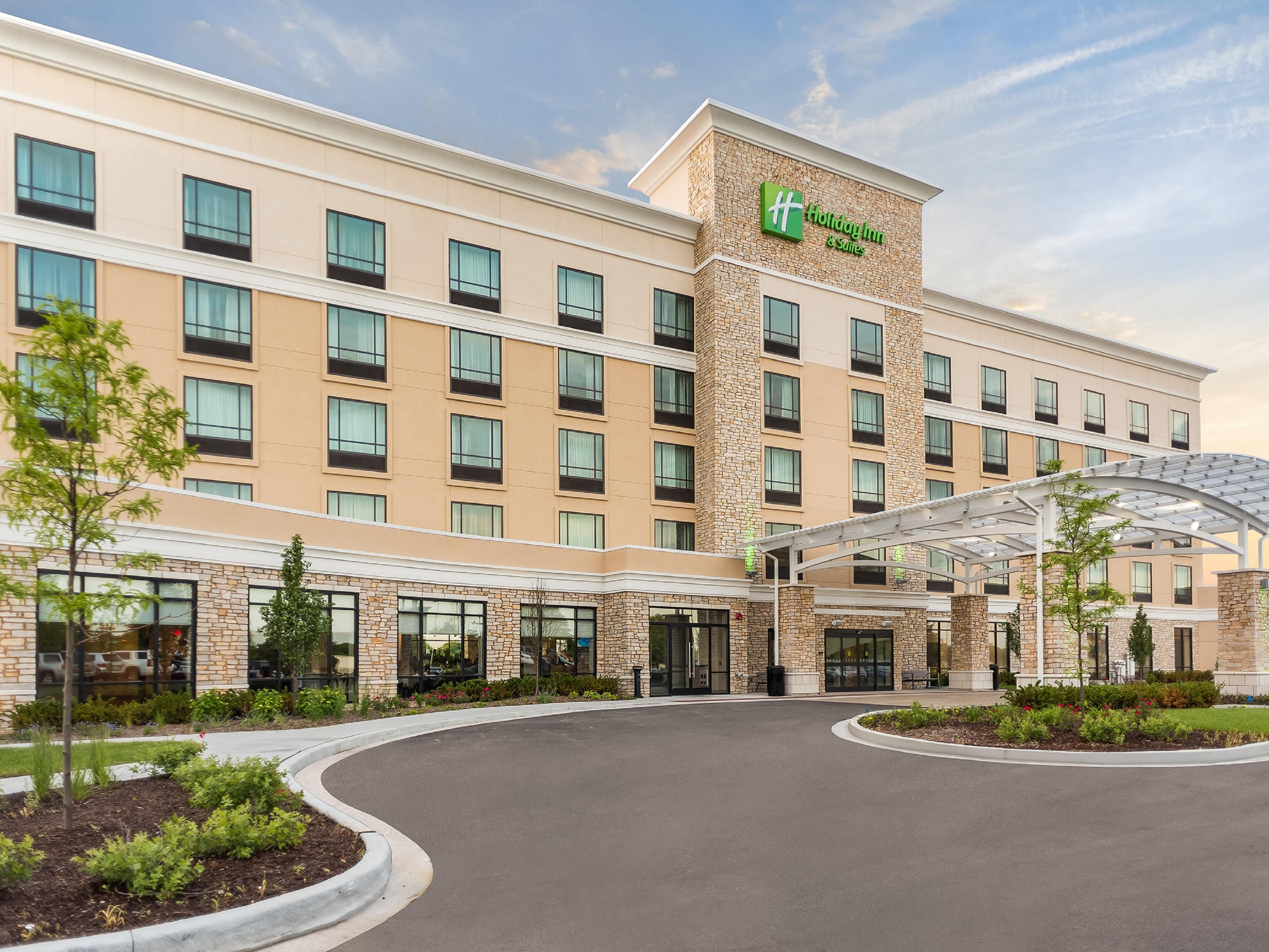 holiday-inn-hotel-and-suites-joliet-5763378788-4x3
